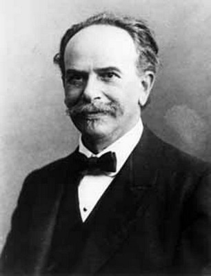 Franz Boas, ca. 1915. Photograph from the collection of the Canadian Museum of Civilization (Public Domain)